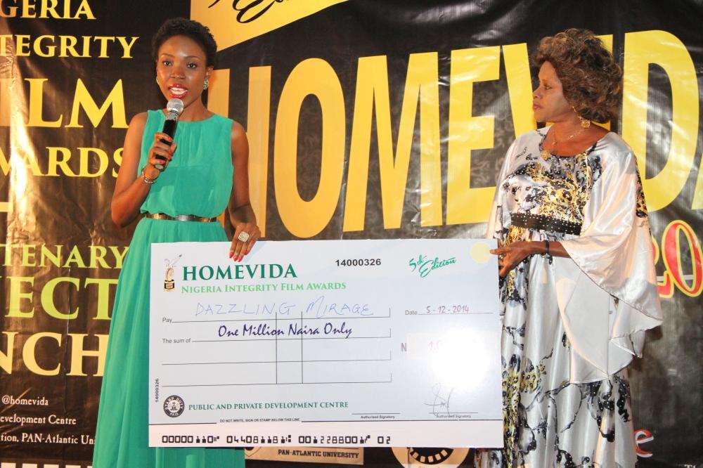 Lala Akindoju receiving the Human Development Prize for Dazzling Mirage on behalf of Tunde Kelani