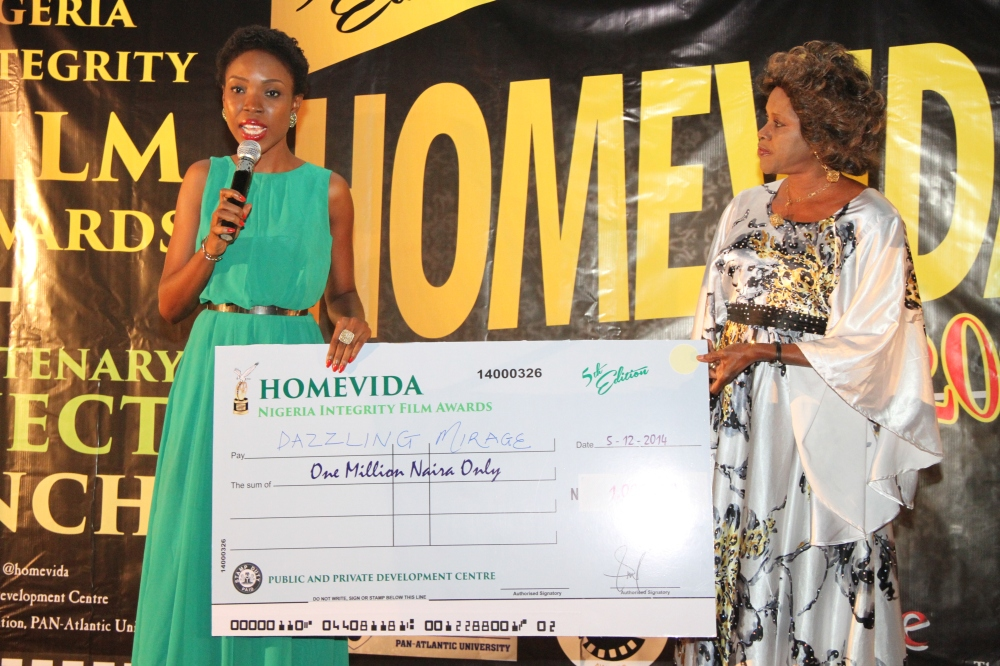 Lala Akindoju receiving the Human Development Prize for Dazzling Mirage on behalf of Tunde Kelani